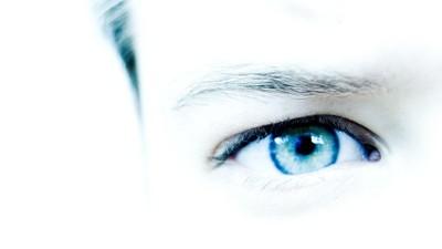 Oeil gauche bleu